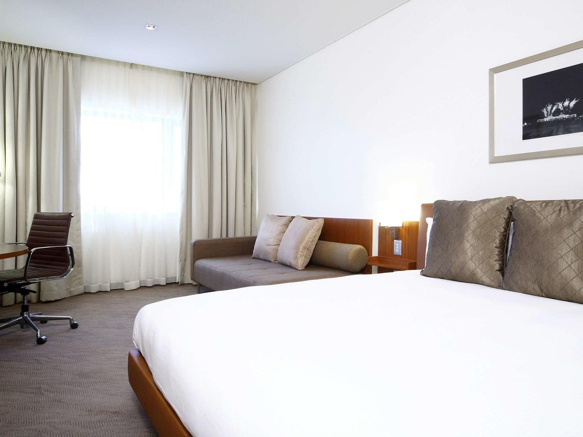 Novotel Canberra - Southport Accommodation